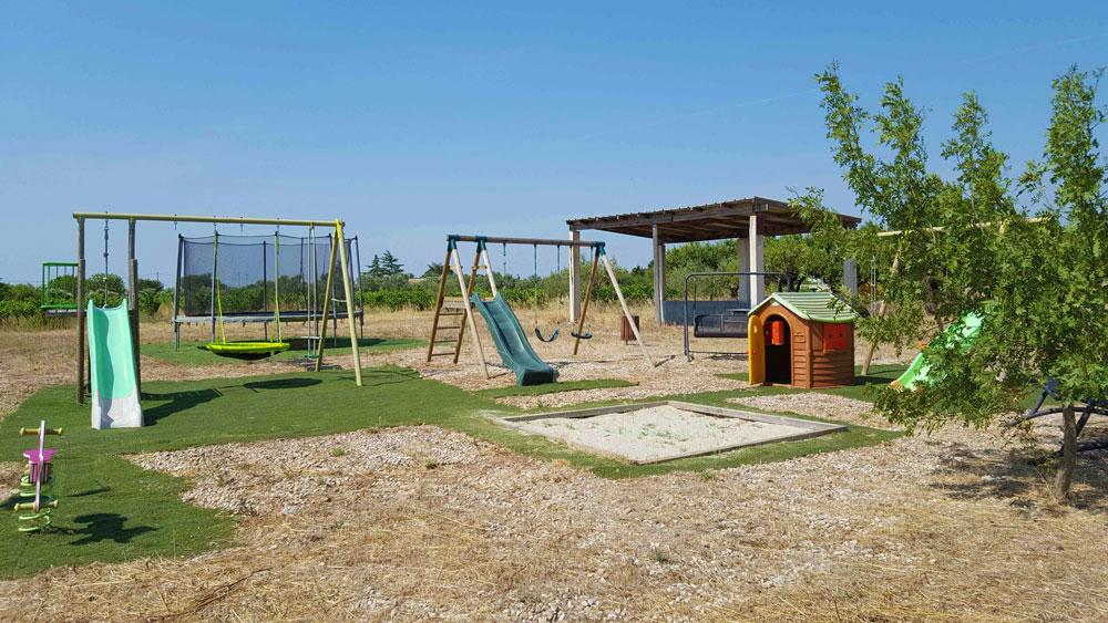 jeux pour enfant dehors aire de jeux jardin ides cratives pour les enfants with jeux pour. Black Bedroom Furniture Sets. Home Design Ideas